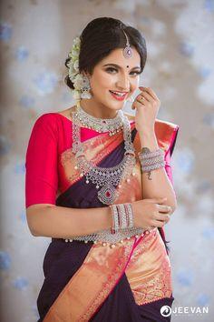 Tamil TV actress VJ Chitra Stills In Traditional Saree