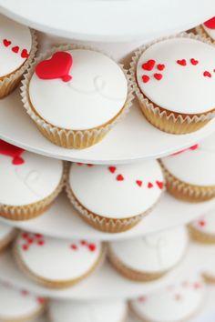 Heart Balloon Valentine's Day Cupcakes, 2016 Valentines Day Cupcakes, 2016 Lover's Day Cupcakes - LoveItSoMuch.com