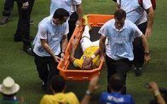 Zraněný Neymar na MS v Brazílii 2014