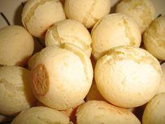Receita de Pão de Queijo (Brazilian Food) The cheese bread balls I just can't live without !
