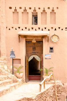 Aït Benhaddou, Morocco Such soft colours. Islamic Architecture, Architecture Design, Portal, Riad Marrakech, Mekka, Moroccan Interiors, Morocco Travel, Moroccan Style, Moroccan Art