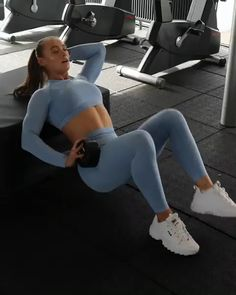 workout Gymshark Vital Seamless Leggings - Blue Single leg hip thrust time with Guusje (Guusje van Geel). Try 4 sets x 15 reps each side and ensure you really squeeze the booty at the top of the exercise! Bicep Workout Women, Biceps Workout, Ab Workouts, Workout Videos, At Home Workouts, Fitness Workouts, Workout Men, Hip Thrust Workout, Exercise Videos