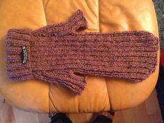 Varm trøje til Frida, strikket i Lett Lopi. Eget design.