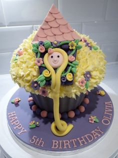 Giant cupcake with Rapunzel theme. This is not my original design, picture supplied by client. Giant Cupcake Cakes, Large Cupcake, Cupcake Icing, Fondant Cupcakes, Fab Cakes, Girly Cakes, Cupcake Gigant, 4th Birthday Cakes, Tangled Birthday