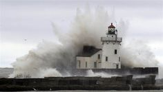 Lighthouse on Lake Erie, Hurricane Sandy, October storm damaged more than the East Coast of the US. Lago Erie, Saint Mathieu, Grands Lacs, Hurricane Sandy, All Nature, Tornados, Am Meer, Great Lakes, Natural Disasters
