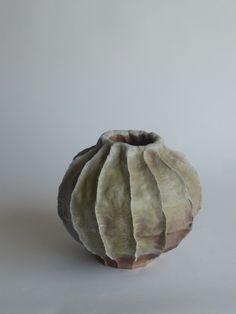 YOUNG MI KIM CERAMICS Woodfired stoneware Ceramic Pinch Pots, Glass Ceramic, Ceramic Clay, Ceramic Pottery, Pottery Art, Organic Ceramics, Sculptures Céramiques, Keramik Vase, Ceramic Techniques