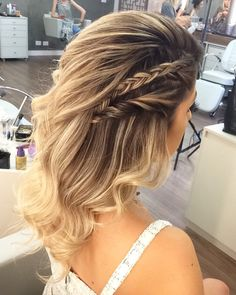 ideas hairstyles semirecogido liso for 2019 Dance Hairstyles, Twist Hairstyles, Ponytail Hairstyles, Hairstyles With Bangs, Straight Hairstyles, Wedding Hairstyles, Bridesmaid Hair, Prom Hair, Curled Hair With Braid