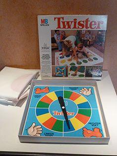 SPEELGOED | Os Winkelke. Os Winkelke, van vintage & retro tot anno nu! kom kijken op www.oswinkelke.nl #twister #MBspellen