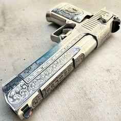 ♣️ Desert Eagle with beast design. Weapons Guns, Guns And Ammo, Arsenal, Hand Cannon, Desert Eagle, Gun Art, Custom Guns, Fire Powers, Cool Guns