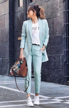 Women suits are the new trend of this season. If you want to look cool and stylish, you should buy a suit and match. Casual Work Outfits, Business Casual Outfits, Professional Outfits, Simple Outfits, Classy Outfits, Stylish Outfits, Moda Fashion, Suit Fashion, Business Outfit Frau