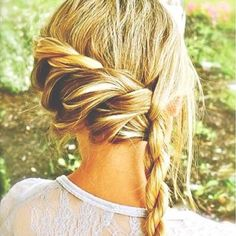 Do you love these pretty hairstyles? I wish I could actually do this to my hair.