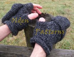 Fingerless gloves with mitts I designed and made. Pattern available on Etsy: https://www.etsy.com/it/listing/255732881/pattern-only-unisex-fingerless-gloves?ref=shop_home_active_1 and Ravelry: http://www.ravelry.com/patterns/library/fingerless-gloves-with-mitts   #fingerless #gloves #crochet #pattern #mitts #OldenPatterns