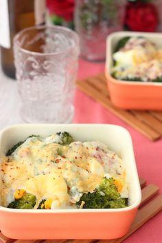 Brócoli gratinado con jamón, queso y huevo.