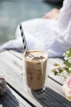 Cremiger Eiskaffee, Eiskaffee Rezept, Cremiger Eiskaffee Rezept, Picknick am See, Picknick mit Eis, Eis Rezept, Eiskaffee selber machen, Genießen am See, Eiskaffee Genuss, Eiskaffee selber machen, Eiskaffee richtig,  Eiskaffee Rezept einfach, Sommer Eis Rezept, Eis Rezept, Eiskaffee mit Sommerbeeren, Sommer am See, Picknick am See mit Eis, Sommer Sonne Eis, Sommer Inspiration, Sommer Gerichte, Kalte Sommer Getränke, Sommer Rezepte, Kalte Sommer Getränke Rezept, Sommer Getränke DIY, Boho… Hot Buttered Rum, Food Blogs, International Recipes, Creative Food, Easy Peasy, Summer Vibes, Coffee Maker, Drinks, Beach Picnic