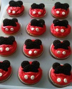 I'm Quite Crafty: Mickey Mouse Clubhouse Birthday Party Ideas. Red cupcakes and mini Oreos