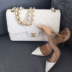 Let's leave the streets of Chanel and sit for a while. Shall we? Take off your shoes welcome