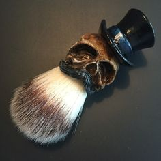 """Custom made """"Top Hat"""" Shaving Brush with a sculpted, casted and handpainted handle. Limited Gray Tophat Descriptions: Faux Finest Synthetic Hair Knot diameter: Loft: Total lenght: Finish : Glossy Compared to badger hair, this will do not have any smell. Shaving Brush, Wet Shaving, Hair Stations, Hair Cutting Techniques, Barber Haircuts, Straight Razor Shaving, Skull Fashion, Steampunk Fashion, Victorian Fashion"""