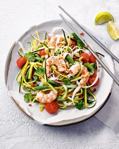 Prawn Noodle Salad - This quick and tasty Thai style salad brings crunch and tangy taste to your table. Prawn Salad, Fish Salad, Noodle Salad, Prawn Recipes, Seafood Recipes, Chicken Recipes, Noodle Recipes, Fresh Coriander, Fresh Garlic