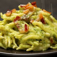 "This is ""Trofie alla creama di zucchine e guanciale croccante"" by Al.ta Cucina on Vimeo, the home for high quality videos and the people who love them. Zucchini, Zero Calorie Foods, Cooking Recipes, Healthy Recipes, Weird Food, Chicken Wing Recipes, Mediterranean Recipes, How To Cook Pasta, No Cook Meals"