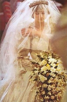 lady diana spencer Sure loved her . Miss you Lady Di. Princess Diana Wedding, Princess Diana Family, Princess Kate, Princess Of Wales, Vintage Princess, Real Princess, Lady Diana Spencer, Kate Middleton, Royal Brides