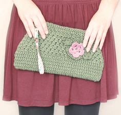 little Z handmade: Inspired Crochet // Clutch