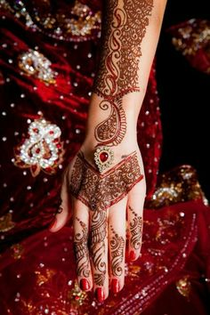 Mahendi / hennaMore Pins Like This One At FOSTERGINGER @ PINTEREST No Pin Limitsでこのようなピンがいっぱいになるピンの限界