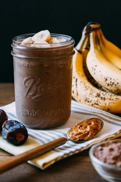 Chocolate Elvis Peanut Butter Banana Smoothie #cacao #chocolate #peanutbutter #raw | Veeg.co