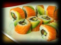 Sushi rolls avocat-crevette, crème de saumon fumé  pour 4 personnes - Recettes Elle à Table - Elle à Table