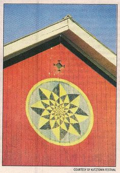 Hex Sign on Barn ~ Star within the star barn hex sign. Barn Quilt Designs, Barn Quilt Patterns, Quilting Designs, Amish Barns, Old Barns, Amische Quilts, Pennsylvania Dutch Country, Painted Barn Quilts, Barn Signs