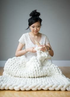 Extreme Knitted Blanket 2019 Oh knit this is big: Giant knitting is taking the fiber world by storm with super-sized cozy blankets and scarves (saves for giant knitting The post Extreme Knitted Blanket 2019 appeared first on Knit Diy. Giant Knitting, Arm Knitting, Vogue Knitting, Knitting Needles, Chunky Knit Throw, Chunky Blanket, Cozy Knit, Chunky Knits, Chunky Wool