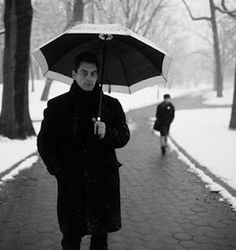 Paul Auster is that rarity, a pretentious artist who's a lot of fun to read. Try The New York Trilogy, or Leviathan. Or just see Smoke. And this is him with an umbrella. Paul Auster, Artist Film, Tea And Books, Henry Miller, Literary Fiction, Fiction Books, Writers And Poets, Lady And Gentlemen, Book Authors