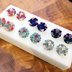 Satin Ribbon Flowers, Ribbon Art, Ribbon Crafts, Fabric Flowers, Polymer Clay Embroidery, Ribbon Embroidery, Polymer Clay Flowers, Polymer Clay Earrings, Kanzashi Flowers