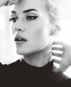 Kate Winslet - dark sculpted brow/blonde hair/bold cat eye