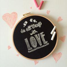 Do All Things With Love Karatahta Efektli Kasnak Tablo Zet.com'da 79 TL