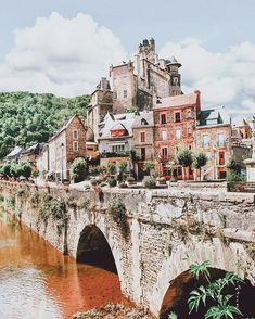 Estaing is a small town in France and easily one of the most beautiful towns in Europe.  Here are 15 of the Best Fairytale Places From All Over the World on www.avenlylanetravel.om #wanderlust #france #traveltips #europe #bucketlist #travel #villages #travelmore #traveling #roadtrip #avenlylane