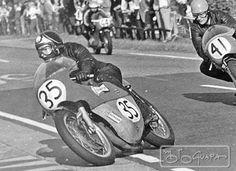 Barry Sheene on a Bultaco, Motorcycle Racers, Motorcycle Garage, Racing Motorcycles, Biker Accessories, Men Are Men, Classy Cars, Motor Scooters, Sports Art, Road Racing