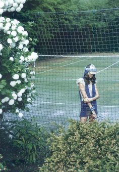 """Belle de match"" I love the feel of this photo. A secret court in a garden. Leave the bangles at home...;)"
