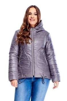 Štýlová zimná bunda sivej farby s prešívaným vzorom, bočnými vreckami a kapucňou. Bunda má sťahovacie šnúrky v spodnej časti. Winter Jackets, Fashion, Winter Coats, Moda, Winter Vest Outfits, Fashion Styles, Fashion Illustrations