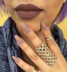 Matte Matte lips are pretty much the rage now. So you can match it up with some matte nail polish as well. You have wide selection of colors but brown looks pretty good both for the lips and the nails. Matte Nail Polish, Nude Nails, Neutral Nails, Gel Polish, Ongles Beiges, Hair And Nails, My Nails, Uñas Fashion, Nail Games