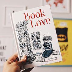 Ontem chegou essa maravilhosidade na minha casa. Book Love, da @wheresmybubble é uma ode aos amantes dos livros e de boas histórias! São pequenas tirinhas que mostram as alegrias e desalentos das pessoas que amam livros! Thanks so much, Debbie Tung, for e Quiet Girl, Instagram, Healthy, Beautiful, Boas, Comic Strips, People, Lovers, Health