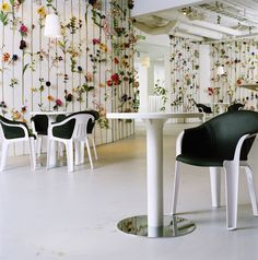 Flower wallpaper by Tensta Konsthall Front