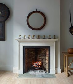 Fabulous Fireplace Will Make Your Home More Classy - The Urban Interior Cottage Fireplace, Inglenook Fireplace, Fireplace Mirror, Stove Fireplace, Fireplace Remodel, Fireplace Surrounds, Limestone Fireplace, Living Room Interior, Home Living Room