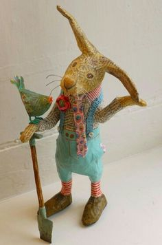 Sir Henry Brambles by Vanessa Cabban papier mache creatures, inspiration for needle felt Paper Mache Projects, Paper Mache Clay, Paper Mache Crafts, Paper Mache Sculpture, Paper Mache Animals, Clay Animals, Diy And Crafts, Arts And Crafts, Paperclay