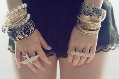 pulseiras e anéis