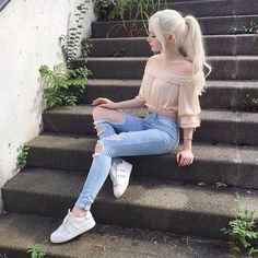 top hipster outfits that will inspire you 19 Hipster Outfits, Mode Outfits, Korean Outfits, Girl Outfits, Fashion Outfits, Dove Cameron Style, Mode Kawaii, Poses Photo, Actrices Sexy