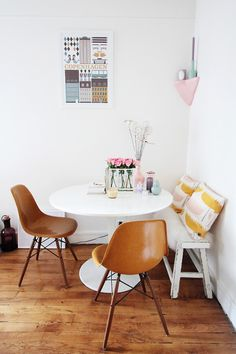 I Hate Those Brown Chairs But I Love The Set Up Of The Small Bench And  Round Table For A Dining Space.