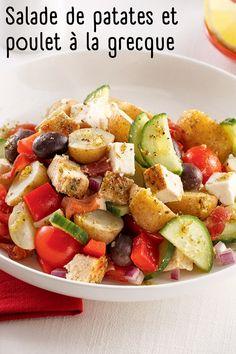 Avec ses parfums méditerranéens, cette salade de patates à la grecque est une twist savoureuse à la traditionnelle salade de pommes de terre de nos grands-mères! Cobb Salad, Food, Salads, Greek Recipes, Dish, Essen, Meals, Yemek, Eten