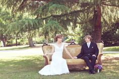 @Emma Budraitis vintage style wedding sofa photography by Lovestruckweddingphotography.com