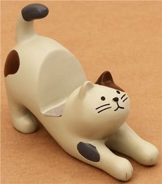 Cell Phone Holder - For The Juiciest Answers About Cellular Phones, Check This Post Out Ceramic Animals, Clay Animals, Ceramic Art, Polymer Clay Cat, Crea Fimo, Clay Cats, Support Telephone, Brown Cat, Cell Phone Holder