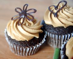 Espresso Chocolate Cupcakes with Espresso Buttercream Frosting Source by neldamarieray Espresso Cupcakes, Chocolate Cupcakes, Espresso Frosting Recipe, Mocha Frosting, Baking Cupcakes, Yummy Cupcakes, Cupcake Cakes, Cupcake Toppers, Cupcake Flavors